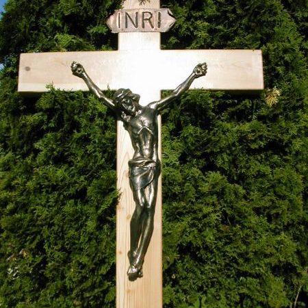 Bronzeguß auf Lärchenholzkreuz