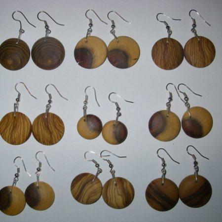 Ohrgehänge aus verschiedenen Holzarten und mit Nickelfreier Befestigung